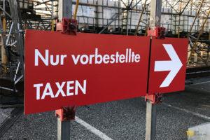 Nur vorbestellte Taxen TXL Schild